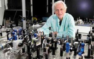 Gérard Mourou, in his laboratory at the Polytechnic School of Palaiseau, in France