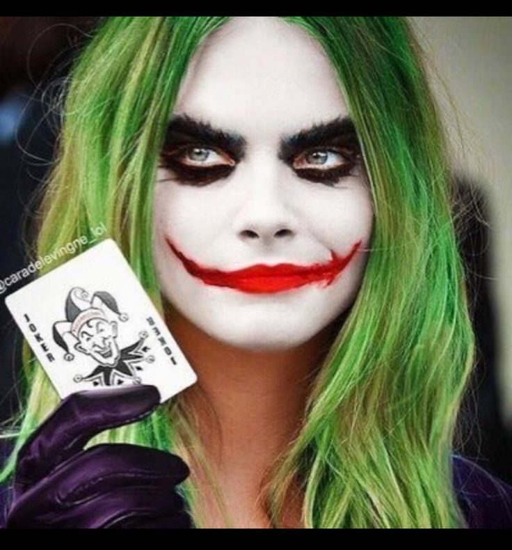 the-joker-with-card-halloween-costume-ideas-for-women